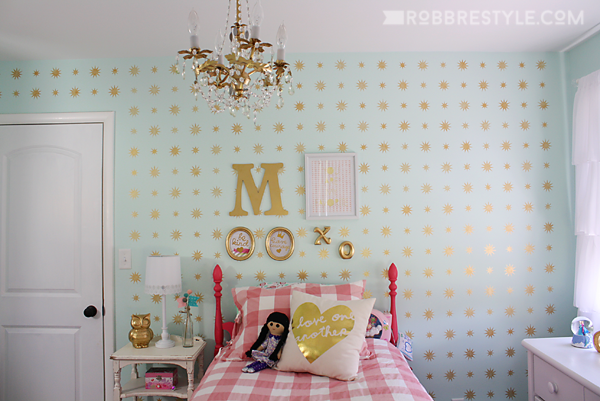 Mint and Gold Star Stenciled wall for a little girl's bedroom makeover